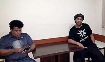 Ronaldinho cumple un mes de prisión en Paraguay