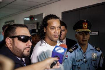 El brasileño Ronaldinho cumple un mes tras las rejas en Paraguay