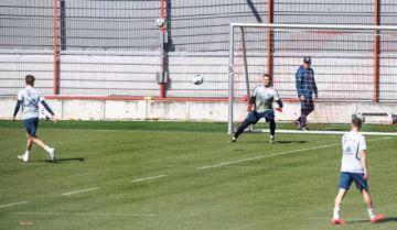 Fútbol: El Bayern vuelve a entrenar en el campo en pequeños grupos