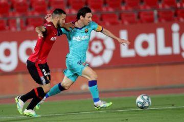 Barcelona golea en Mallorca y se afianza en el liderato de la Liga española