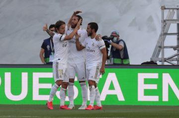 El Real Madrid triunfa y no le pierde pisada al Barca en reinicio de la Liga española