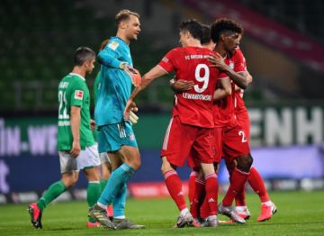 El Bayern Múnich celebra su octavo título ante las tribunas casi vacías