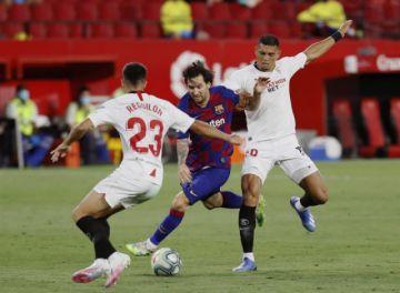 El Barcelona empata con el Sevilla y pone en peligro su liderato