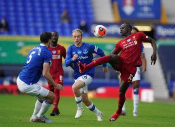 El Liverpool no carbura ante el Everton y deberá esperar para ser campeón