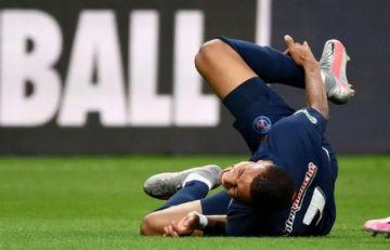 Mbappé tiene un esguince de tobillo y es duda para duelo de Champions