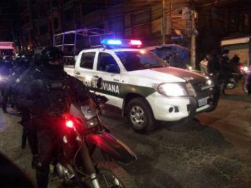 Policía interviene una fiesta en El Alto y captura 16 personas