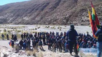 Campesinos de San Lucas bloquean la ruta Potosí-Camargo en Sivingamayu