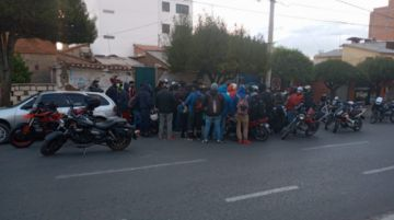 Sucre: Cascos Amarillos y Motoqueros se dirigen a los puntos de bloqueo