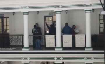 Asegurados de la CNS instalan vigilia; piden la compra de la clínica Los Ángeles