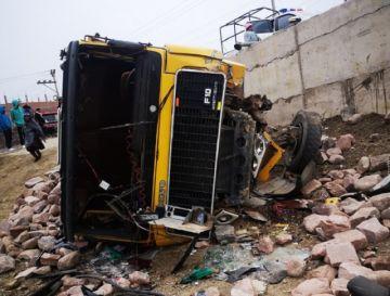 Joven conductor fallece al embarrancarse con su volqueta en Sucre