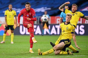 Cristiano Ronaldo supera los 100 goles con Portugal tras la victoria ante Suecia