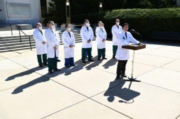 """Médicos dicen que Trump está """"muy bien"""", pero una fuente ofrece un panorama preocupante"""