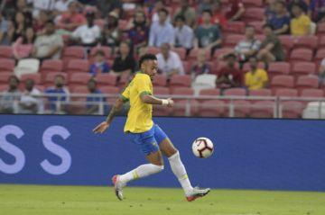 Neymar deja el entrenamiento de Brasil y es duda para el debut ante Bolivia