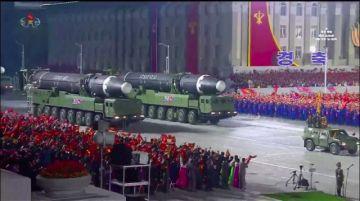 Corea del Norte expone su arsenal militar y se declara libre del coronavirus