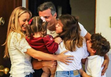 Leopoldo López se reencuentra con su familia en Madrid