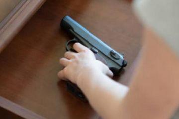 EEUU: Un niño de tres años muere al manipular un arma en su cumpleaños