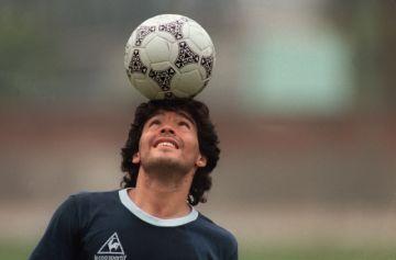 El mundo del fútbol está de fiesta: Maradona sopla las 60 velas