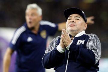 Operado, Maradona seguirá en el hospital por sufrir abstinencia