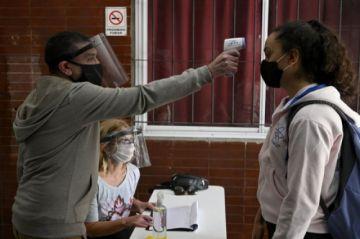 Argentina aspira a iniciar vacunación contra covid-19 hacia fin de año