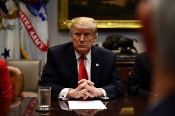 Trump prohíbe a estadounidenses invertir en empresas chinas ligadas a actividades militares