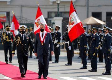 Francisco Sagasti jura como presidente de Perú
