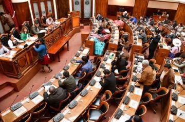 """Exdiputados opositores ven """"artimañas"""" y """"trabas"""" del MAS para no condonar deuda de Elapas"""