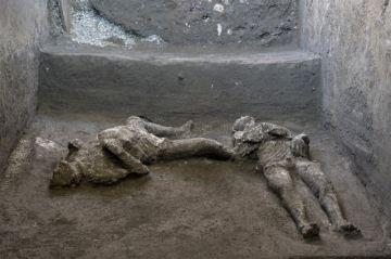 Hallan restos intactos de dos víctimas de la erupción de Pompeya