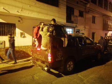 Cerca de 100 personas arrestadas en fiestas clandestinas en Sucre