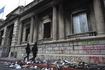 Guatemala espera más protestas; el presidente Giammattei aún guarda silencio