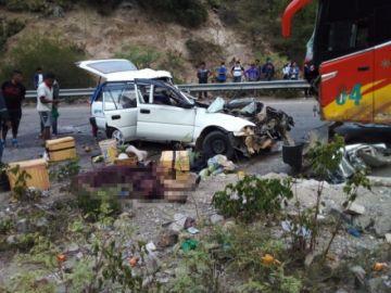 Choque de bus y taxi cerca de La Palma deja una persona fallecida