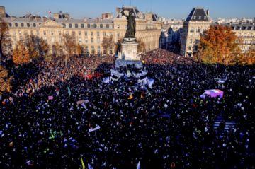 Miles protestan contra ley de seguridad en Francia, sacudida por la violencia policial