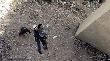 Bomberos evitan suicidio de un hombre en puente de Potosí