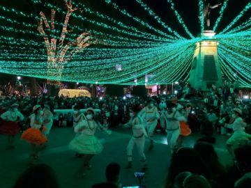 Encienden la iluminación navideña en Sucre
