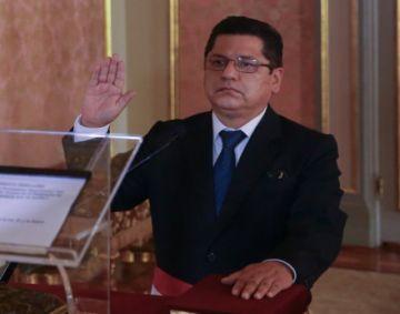 Renuncia ministro del Interior de Perú, la primera baja de Sagasti