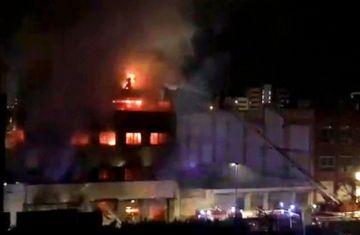 Incendio en una nave ocupada por migrantes en España con 17 heridos