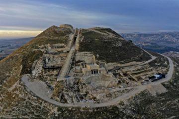 Desentierran más vestigios del palacio del rey Herodes en Cisjordania