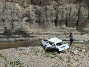 Sucre: Un hombre fallece al embarrancarse con su taxi