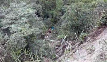 Tres personas mueren en embarrancamiento en la ruta Caranavi-La Paz