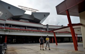 Cuba reduce la entrada de viajeros de EEUU y otros países por auge de covid-19