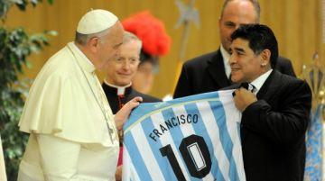 """Papa Francisco sobre Maradona: """"Era poeta, pero también un hombre muy frágil"""""""