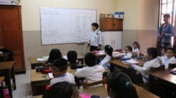 Descartan clases presenciales en tanto haya riesgo de covid y apuntan a la educación a distancia