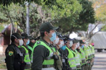 """Policía suma 306 infectados por covid-19 y sugiere """"reevaluar"""" restricciones"""