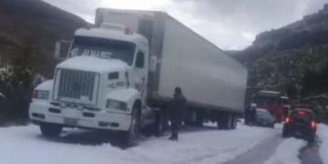 ABC cierra tramo de carretera Oruro-Cochabamba a causa de fuerte granizada