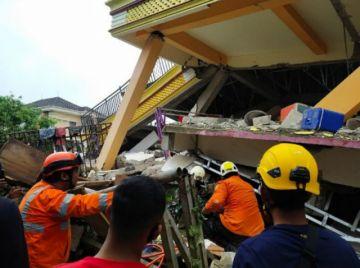Indonesia: Al menos tres muertos a causa de un sismo