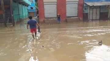 Guanay amanece con un manto de lodo y espera la ayuda del Gobierno