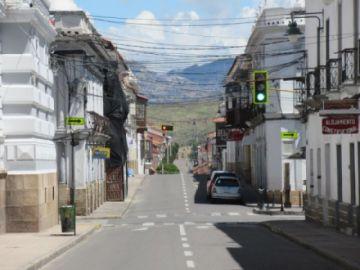 Sucre: El COEM prohíbe la circulación entre las 21:00 y 5:00 y también los eventos masivos