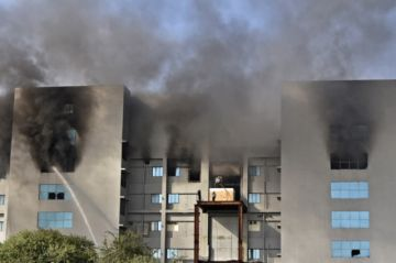 Cinco fallecidos en incendio en sede de fabricante de vacunas contra el covid-19