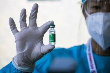 Unión Europea aprueba vacuna AstraZeneca/Oxford mientras crecen presiones por entregas