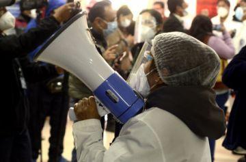 Médicos ratifican paro y piden a Choquehuanca revisar Ley de Emergencia Sanitaria