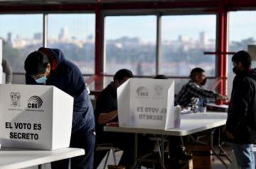 Ecuador vota entre derecha aglutinada e izquierda dividida en medio de pandemia